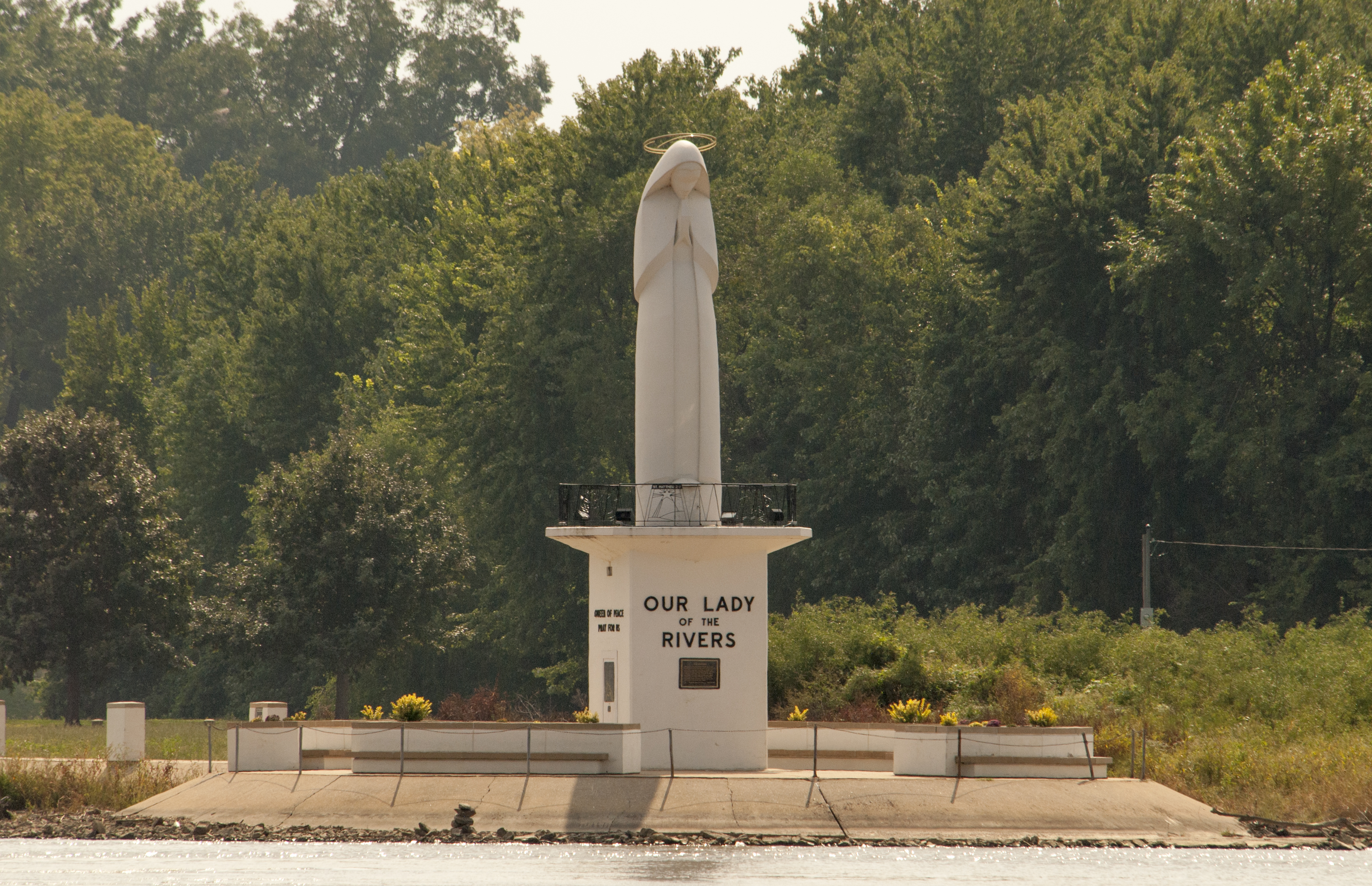 Our-Lady-of-the-Rivers-Shrine-Near-Confluence-of-Mississippi.-Missourri-and-Illinois-Rivers